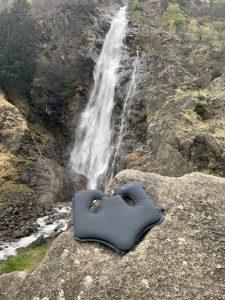 High-Tec Sitzkissen. Der SoftAirSeat Hybrid überall dabei, schmerzfrei sitzen, ach mit Bandscheibenvorfall. High-Tec und Natur