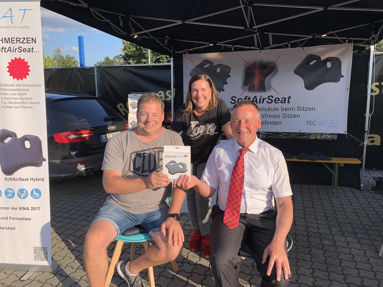 TecSeat beim United Kiltrunnser Festival mit dem mobilen Verkaufsstand und unserem Bürgermeister Dr. Thomas Jung- Schmerzfrei sitzen mit dem SoftAirSeat